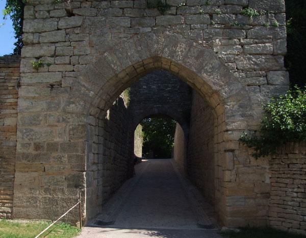 entrée Château de Brancion