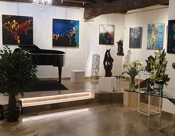 interieur avec piano Galerie Passion d'Art à Cluny