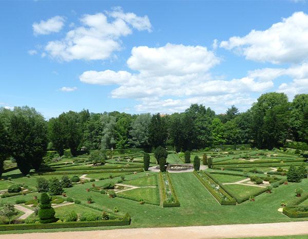 park à la Francaise cour Château de Cormatin