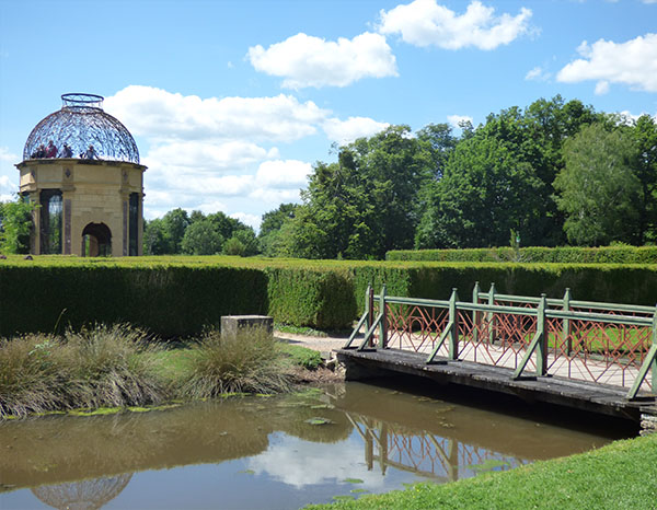 volière park à la Francaise cour Château de Cormatin